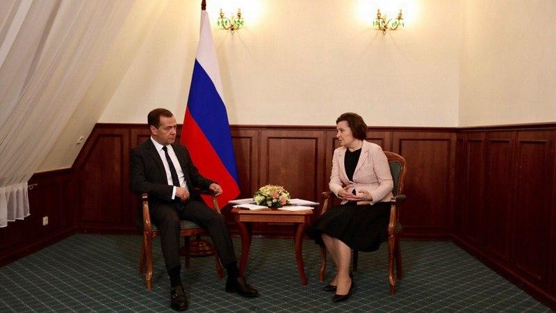 Губернатор ХМАО Королева доложила Медведеву остроительстве новых школ врегионе