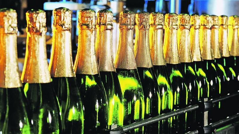 Качество ибезопасность шампанского перед Новым годом проверит Роспотребнадзор