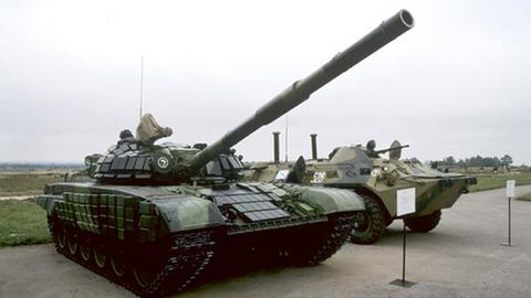 Незаконно продает украине оружие