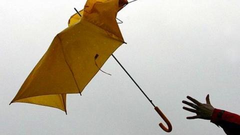 Погода испортится. В Сургуте ожидается сильный ветер и гололед
